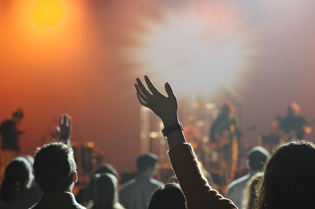 משקיעים בעובדים ומזמינים הופעה לאירוע חברה? כך תעשו זאת נכון