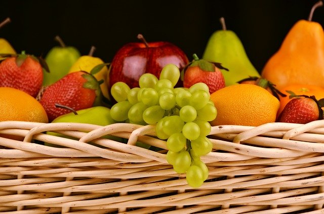 סלסלת פירות ליולדת – מתנה שכל יולדת טרייה תשמח לקבל